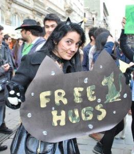 Zombie Walk İstanbul Topluluğu FlashMob  FREE HUGS Etkinliğinden~